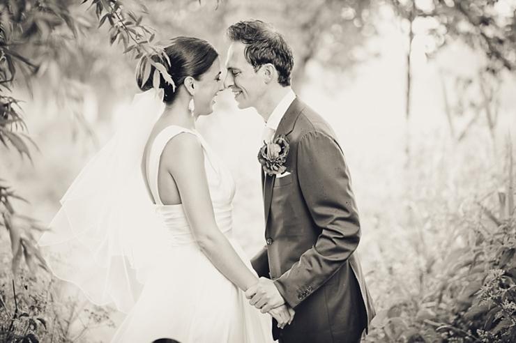 bruidspaar handen zwart wit