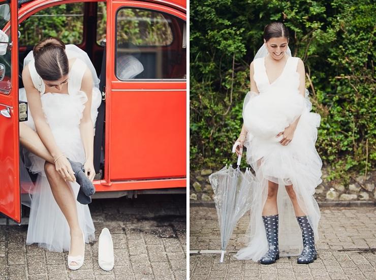 regenlaarzen bruid aandoen