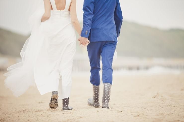 bruidsfotografie middelburg bruidspaar strand