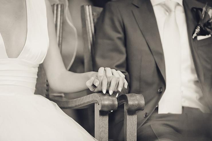 handen bruidspaar ceremonie
