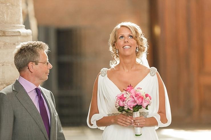 bruid weggeven kerk leiden