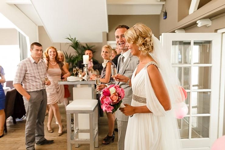 alfred's diner bruiloft binnenkomst