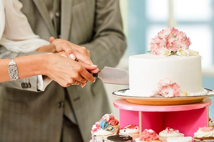 bruidstaart aansnijden