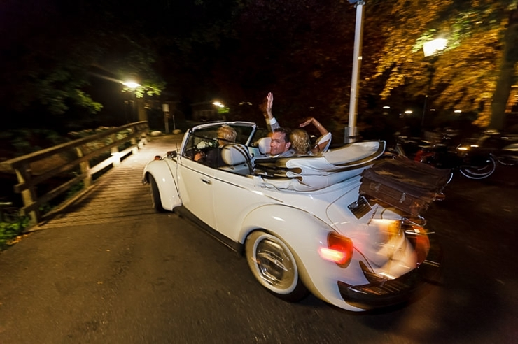 bruidsfotografie leiden exit kever bruidspaar