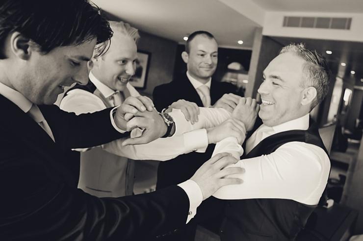 bruidegom vrienden bruidsfotografie wassenaar