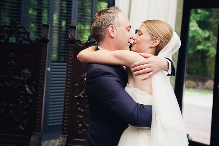 trouwfotograaf wassenaar bruidspaar kus
