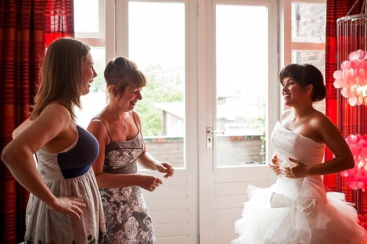 bruid en haar moeder bruidsfotografie