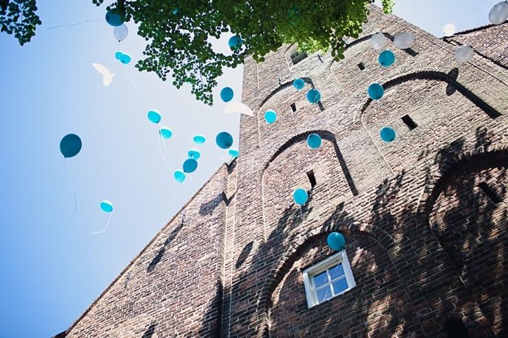 blauwe ballonnen trouwfotografie - utrecht