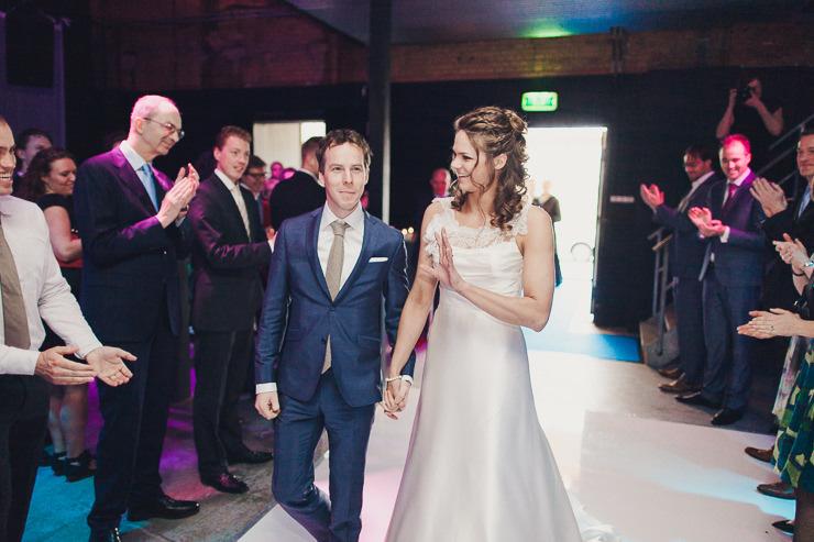 aankomst lichtfabriek bruidsfotografie