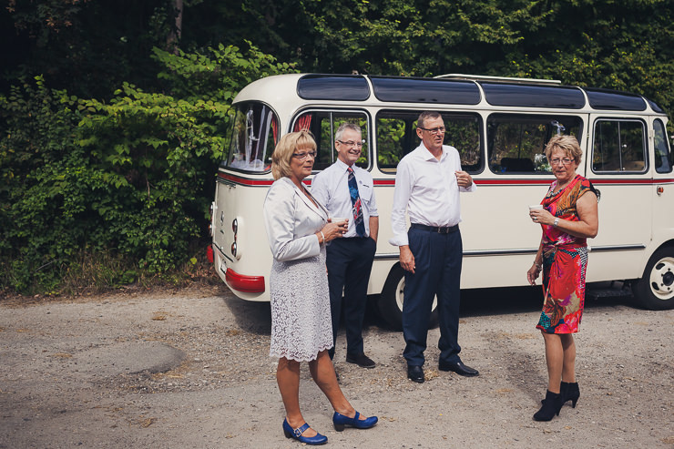 trouwvervoer bus bruidsfotograaf oegstgeest