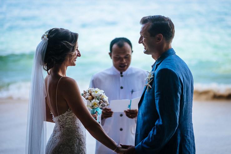 bruidsfotografie Bali - ceremonie strand