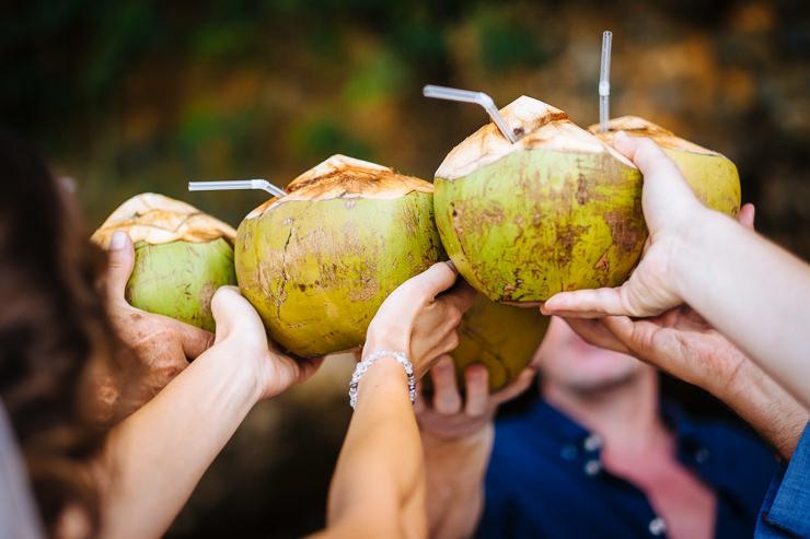 bruidsfotografie Bali - Kokosnoot proost