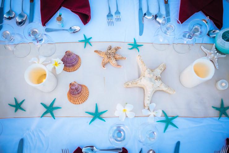 trouwfotografie Bali -tafel decoratie zeesterren