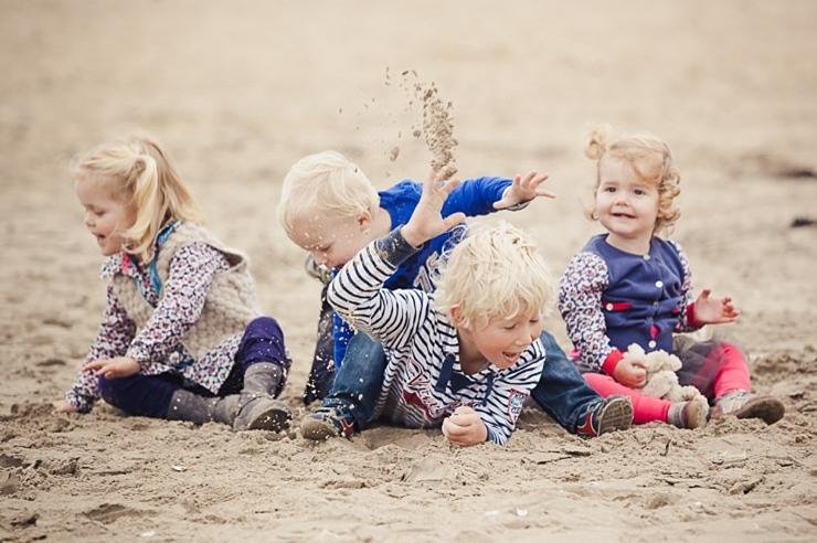 kinderfotografie scheveningen strand familieportret