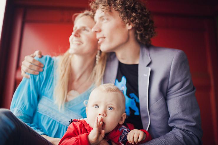 rood gezin portretfotografie familieportret scheveningen strand